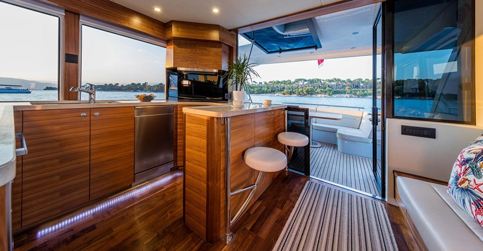 Outer Reef Trident 620 Images